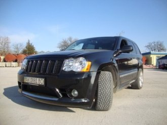 Jeep Grand Cherokee SRT8 – машина для «драга»